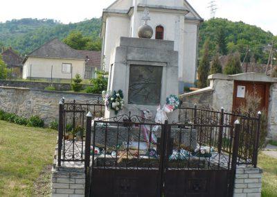 Perkupa világháborús emlékmű 2009.05.11.küldő-Gombóc Arthur