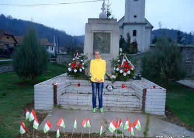 Perkupa világháborús emlékmű 2013.11.01. gyertyagyújtás a hősök emlékére küldő-Husonyicza Gábor (2)