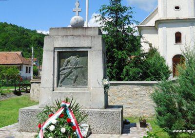 Perkupa világháborús emlékmű 2014. 05.29. küldő-Husonyicza Gábor (1)
