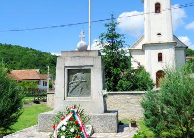 Perkupa világháborús emlékmű 2014. 05.29. küldő-Husonyicza Gábor
