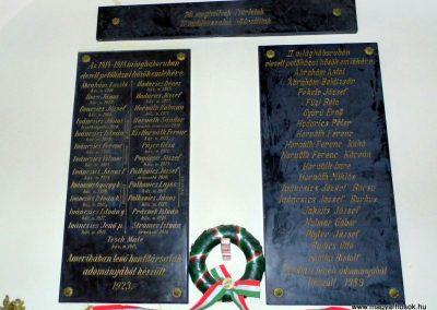 Petőháza világháborús emléktáblák 2013.12.17. küldő-Méri (1)