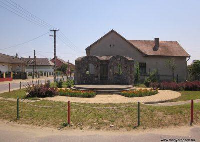 Petneháza világháborús emlékmű 2013.07.08. küldő-kalyhas (1)