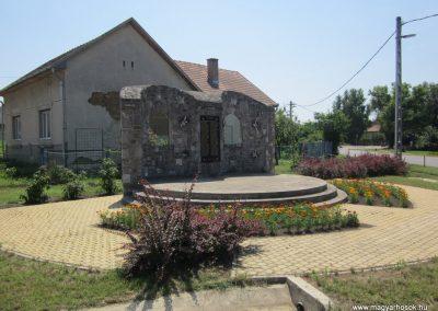 Petneháza világháborús emlékmű 2013.07.08. küldő-kalyhas (5)