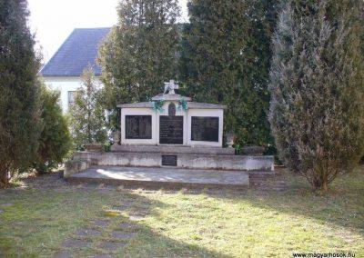 Petrikeresztúr világháborús emlékmű 2008.02.19.küldő-HunMi
