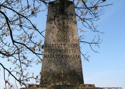 Piliny I.vh emlékmű 2011.03.12. küldő-kalyhas (1)