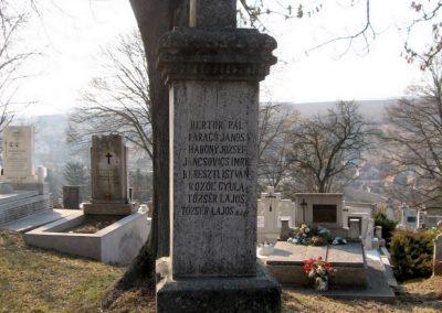 Piliny I.vh emlékmű 2011.03.12. küldő-kalyhas (4)