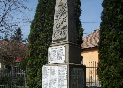 Pilisborosjenő világháborús emlékmű 2008.04.21. küldő-HuszárPeti (5)
