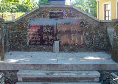Piliscsév világháborús emlékmű 2008.06.28. küldő-Huszár Peti (2)