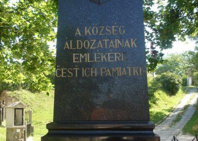 Piliscsév világháborús emlékmű 2008.06.28.küldő-Huszár Peti (1)