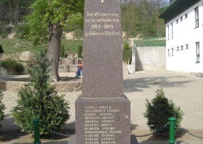 Pilisszentiván hősi emlékmű 2008.04.21. küldő-Huszár Peti (2)