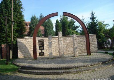 Pilisszentkereszt Templom kert I-II világháborús emlékmû
