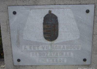 Pilisvörösvár hősi emlékmű 2008.04.21. küldő-Huszár Peti (4)