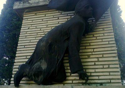 Pincehely II.vh emlékmű 2012.04.27. küldő-miki (1)