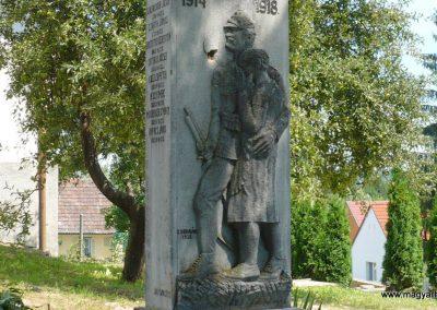 Polány világháborús emlékmű 2009.07.21. küldő-Sümec (2)