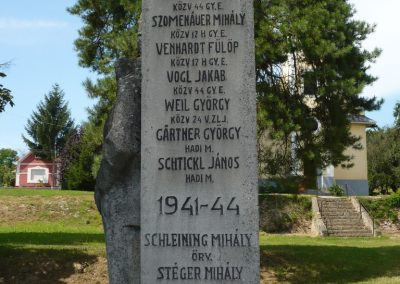 Polány világháborús emlékmű 2009.07.21.küldő-Sümec (3)