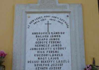 Polány világháborús emléktáblák 2009.07.21.küldő-Sümec (3)
