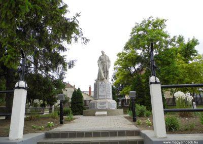Polgárdi világháborús emlékmű 2015.06.19. küldő-Méri (19)