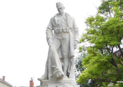 Polgárdi világháborús emlékmű 2015.06.19. küldő-Méri (2)