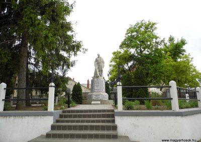 Polgárdi világháborús emlékmű 2015.06.19. küldő-Méri