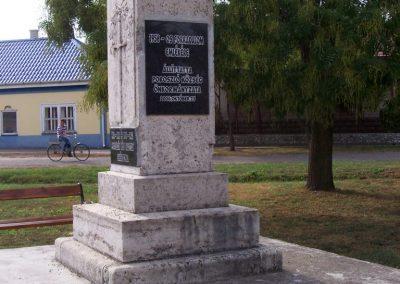 Poroszló világháborús emlékmű 2009.11.01. küldő-miki (2)