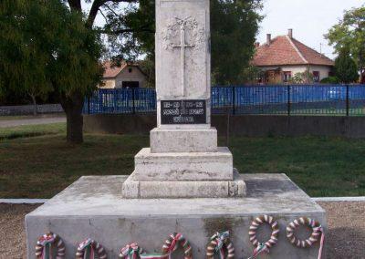 Poroszló világháborús emlékmű 2009.11.01. küldő-miki