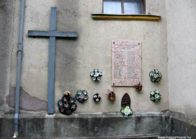 Porva II.vh emléktábla 2010.07.24. küldő-kalyhas (1)