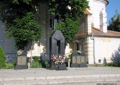 Pozsonyeperjes világháborús emlékmű 2009.06.18. küldő-Szabados lászló (1)