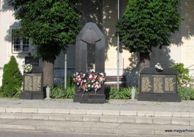 Pozsonyeperjes világháborús emlékmű 2009.06.18. küldő-Szabados lászló (2)