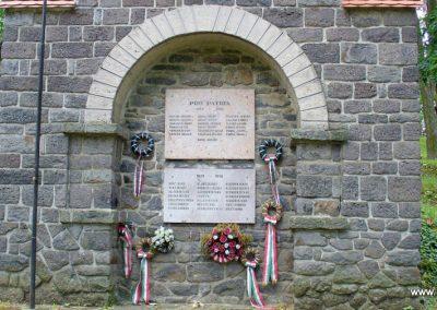 Pula világháborús emlékmű 2009.07.28. küldő-HunMi (1)