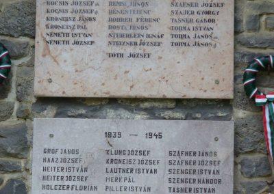 Pula világháborús emlékmű 2009.07.28.küldő-HunMi (1)