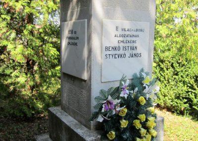 Pusztaberki hősi emlékmű 2012.04.25. küldő-kalyhas (6)
