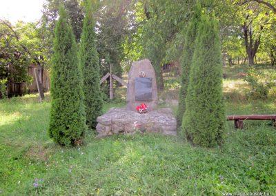 Pusztafalu világháborús emlékmű 2012.08.18. küldő-kalyhas (1)