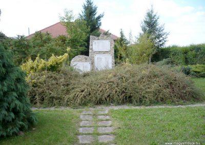 Pusztamiske világháborús emlékmű 2013.09.24. küldő-Sümec (7)