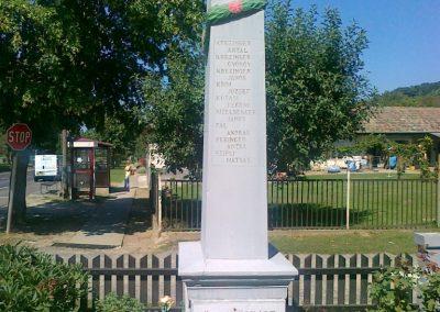 Pusztaszemes világháborús emlékmű 2010.08.26. küldő-Csiszár Lehel (7)