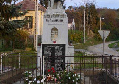 Pusztaszentlászló világháborús emlékmű 2007.11.03. küldő-HunMi
