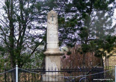 Pusztavám evangélikus templomkert I.vh emlékmű 2012.04.07. küldő-Méri