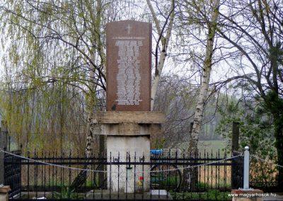 Pusztavám evangélikus templomkert II.vh emlékmű 2012.04.07. küldő-Méri