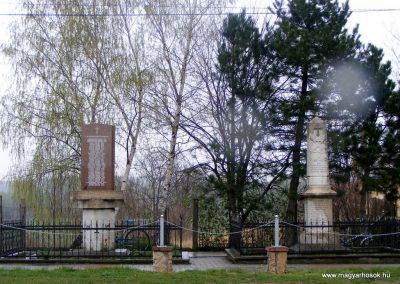 Pusztavám evangélikus templomkert világháborús emlékművek 2012.04.07. küldő-Méri