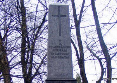Pusztavám katolikus templomkert II.vh emlékmű 2012.04.07. küldő-Méri (1)