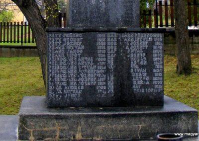 Pusztavám katolikus templomkert II.vh emlékmű 2012.04.07. küldő-Méri (4)