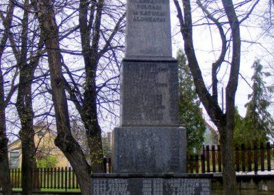 Pusztavám katolikus templomkert II.vh emlékmű 2012.04.07. küldő-Méri