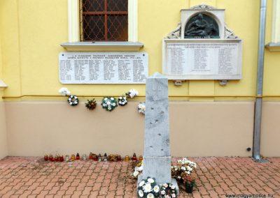 Pusztavacs világháborús emléktáblák 2015.11.27. küldő-kalyhas (2)