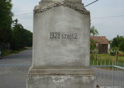 Rábakecskéd világháborús emlékmű 2009.05.15. küldő-Sümec (8)