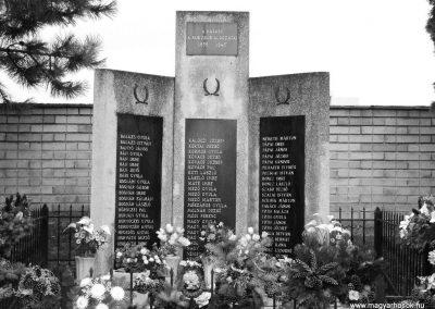 Rábapatona II.vh emlékmű 2006.11.09.küldő-harcos01