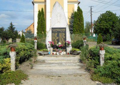Rábaszentmihály világháborús emlékmű 2012.08.26. küldő-Baloghzoli (1)