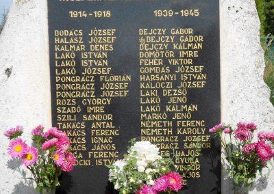 Rábaszentmihály világháborús emlékmű 2012.08.26. küldő-Baloghzoli (3)