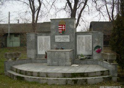 Ráckeresztúr II.vh emlékmű 2009.04.26.küldő-Magyar Benigna (1)