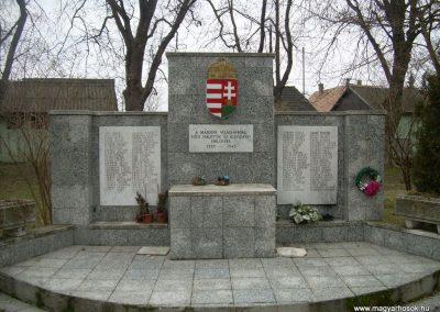 Ráckeresztúr II.vh emlékmű 2009.04.26.küldő-Magyar Benigna