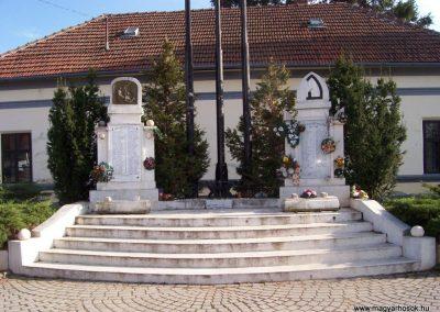 Rákóczifalva világháborús emlékmű 2009.04.02.küldő-miki