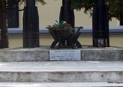 Rákóczifalva világháborús emlékmű 2013.04.07. küldő-Horváth Zsolt (2)